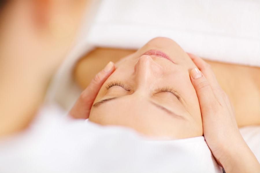 come massaggiare la crema viso