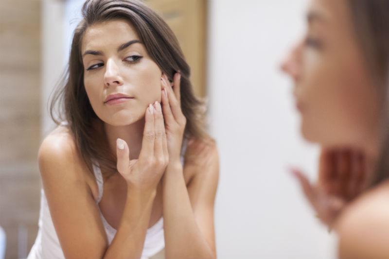riconoscere la pelle grassa beauty routine